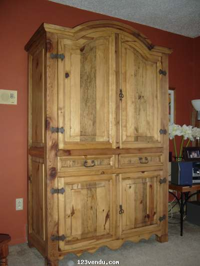 armoire en pin massif vendre annonces class es. Black Bedroom Furniture Sets. Home Design Ideas