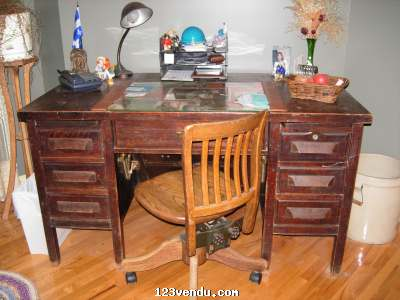 ancien bureau de travail vendre annonces class es. Black Bedroom Furniture Sets. Home Design Ideas