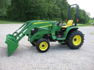 tracteur john deere 3320 chargeur 300cx ann e 2002 vendre annonces class es. Black Bedroom Furniture Sets. Home Design Ideas